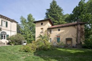 Facciata dependance villa storica in vendita domoria torino