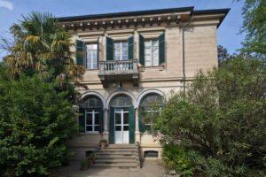 Facciata villa storica in vendita domoria torino
